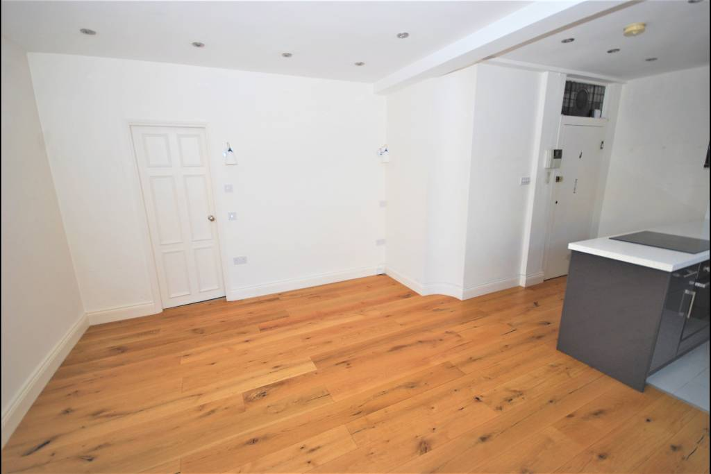 Flat 15, Bray House, Duke of York Street, SW1Y 6JX - Image 3