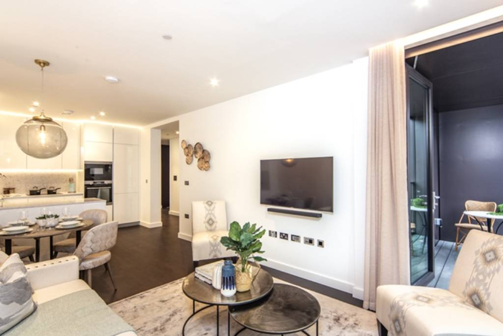 Flat 44,Thornes House, 4 Charles Clowes Walk, London, SW11 7AG - Image 2